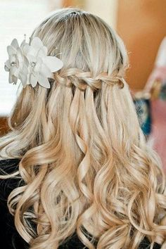 Feminine and pretty! A bridal waterfall braid with loose curls and a lovely floral headpiece. Waterfall Braided Wedding Hairstyles | Confetti Daydreams