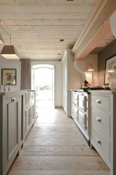 The Paper Mulberry: Contemporary Country Colours another pic of 'softer lighting' kitchen; wish I had an AGA, but would enjoy an older American stove/oven. Kitchen Interior, Kitchen Inspirations, Beautiful Kitchens, House, Low Ceiling, Home, Aga Kitchen, New Homes, Home Kitchens