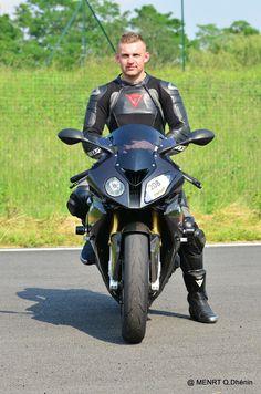 Dainese leathers Bike Suit, Motorcycle Suit, Motorcycle Leather, Bike Leathers, Riders On The Storm, Biker Boys, Biker Gear, Attractive Men, Ducati