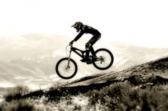 Women's Downhill. Bicycles Love Girls.  http://bicycleslovegirls.tumblr.com/