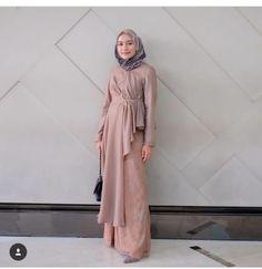 Abaya Fashion, Muslim Fashion, Indian Fashion, Fashion Dresses, Model Kebaya Brokat Modern, Kebaya Modern Hijab, Modest Dresses, Pretty Dresses, Hijab Style Dress