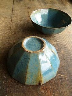青釉鉢  - 器と暮らしの道具 OLIOLI Ceramic Tableware, Ceramic Plates, Ceramic Art, Kitchenware, Pottery Wheel, Pottery Bowls, Ceramic Pottery, Plates And Bowls, Tea Bowls