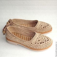Crochet Boots Pattern, Crochet Shoes, Flip Flop Sandals, Shoes Sandals, Tory Burch Flats, Baby Knitting Patterns, Baby Dress, Crochet Baby, Classic Style