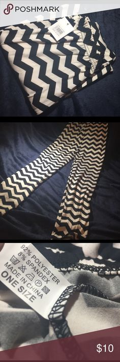 """NWT! Black and White Chevron (zig-zag) Leggings This is a ONE SIZE FITS MOST pair of super cute leggings! They're about 36"""" from top to bottom. Pants Leggings"""