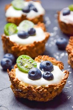 Owsiane tartaletki z jogurtem i owocami FIT – Just Be Fit Be Strong! Oat tartlets with yogurt and fruit FIT Low Calorie Breakfast, Food Design, I Foods, Food Inspiration, Cupcake Cakes, Cake Recipes, Bakery, Food Porn, Food And Drink