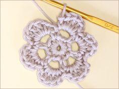 フラワーモチーフの編み方|かぎ針編み立体モチーフ 写真解説付き 【初級編】 | クロッシェアクセサリー La Seule Crochet Earrings, Knitting, Tricot, Breien, Stricken, Weaving, Knits, Crocheting, Yarns