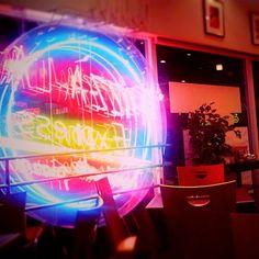 Kenichi Kamio - delivery pizza shop from Today's piano piece Sep.6th,2014 「軽井沢の宅配ピザ」ちょっと遅い時間、霧の中に明るく浮かび上がる看板。ピザとワインでひと時。
