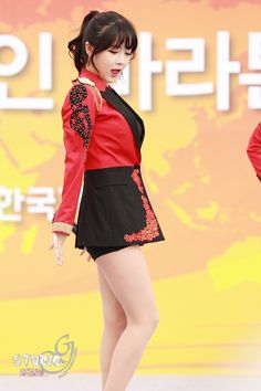 Hyun Young, Girl Bands, Pop Group, Dancer, Ballet Skirt, Rainbow, Fashion, Rain Bow, Moda