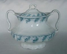 LOVELY VINTAGE FURNIVALS STUDLEY ENGLAND COVERED BOWL DISH BLUE & WHITE FLOWERS #FURNIVALS