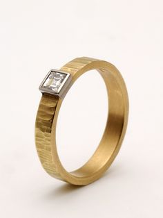 Find Examples Of Unique Gold And Diamond Rings, Engagement RIngs And Wedding Bands