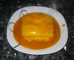 Coisas doces: Francesinha (molho na bimby) Burger, Sandwiches, Dairy, Food And Drink, Pudding, Cheese, Desserts, Recipes, Chicken