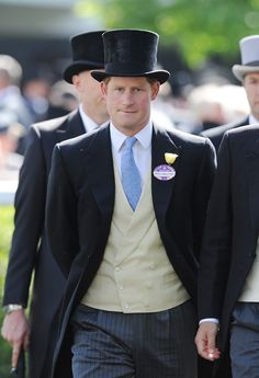 Prince Harry Photos - Prince Harry attends Day 1 of Royal Ascot at Ascot Racecourse on June 2014 in Ascot, England. - Fashion at the Royal Ascot: Day 1 — Part 2 Prince Henry, Prince Of Wales, Prince William, Best Suits For Men, Cool Suits, Royal Ascot, Triathlon, Windsor, Prince Harry Photos