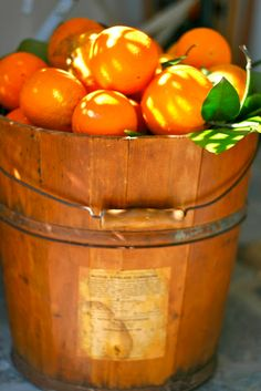 Tub full of Oranges. Fruit And Veg, Fruits And Veggies, Fresh Fruit, Rainbow Food, Orange Aesthetic, Orange You Glad, Oranges And Lemons, Juicy Fruit, Orange Recipes