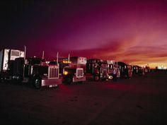 trucks-parked-in-a-truck-stop-near-sayre-oklahoma.jpg (400×300)