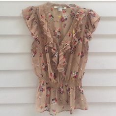 Floral print top Floral print top. Re-posh, I love this top but it was to small for me so my loss is your gain. Size medium. In perfect condition with no damage. Tops Blouses