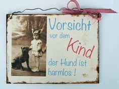 Deko-Schild    *Vorsicht vor dem Kind- der Hund ist harmlos*    Es ist bemalt im Shabby-Look.    Ich biete Kombiversand an.  Von Un-Art-Tick auf Dawanda.de