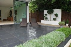 Midnight black limestone - It can be laid in uniform sizes but looks equally as good in a random pattern. The black colour can also be enhanced by using a sealant Block Paving Patio, Slate Paving, Limestone Pavers, Patio Slabs, Garden Paving, Paving Stones, Contemporary Garden Design, Small Garden Design, Patio Design
