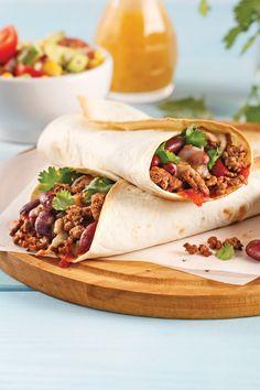 Des burritos au boeuf haché pour souper? Succès garanti! En plus, vous n'aurez besoin que de 5 ingrédients pour les cuisiner. Génial, non? Steak Tacos, Chop Suey, Batch Cooking, Latin Food, Fajitas, Gourmet Recipes, Easy Meals, Food And Drink, Yummy Food