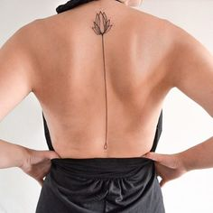 #carina #caie #tattoo #tatuagem #tatuagem nas costas #flor de lis #tatuador Rio #tatuador SP