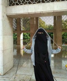 Muslim Fashion, Hijab Fashion, Fashion Beauty, Fashion Dresses, Women's Fashion, Hijab Evening Dress, Evening Dresses, Alone Girl, Face Veil