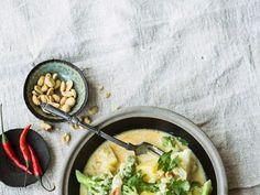 Blumenkohlcurry mit Kartoffeln und Romanesco ist ein Rezept mit frischen Zutaten aus der Kategorie Blütengemüse. Probieren Sie dieses und weitere Rezepte von EAT SMARTER!