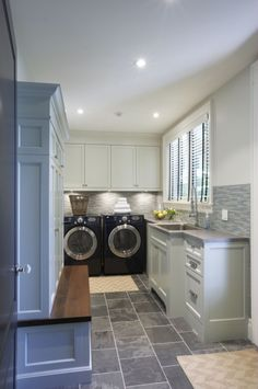 Cool 25+ Gorgeous Mudroom Laundry Room Ideas For Laundry Room Remodel Inspiration https://hroomy.com/bathroom/25-gorgeous-mudroom-laundry-room-ideas-for-laundry-room-remodel-inspiration/