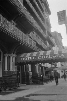 Hotel Chelsea--all of these photos are so amazing. Last time (May '12) I was in NYC I peeked into the lobby--it's definitely changed.