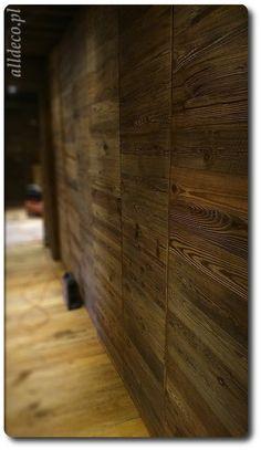 szafa ze starego drewna