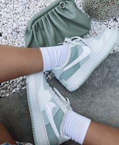 Dr Shoes, Cute Nike Shoes, Swag Shoes, Cute Nikes, Cute Sneakers, Nike Air Shoes, Hype Shoes, Shoes Sneakers, Jordan Shoes Girls
