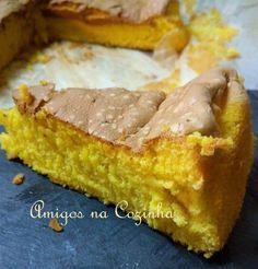 Este bolo deve ser dos mais saborosos, simples e antigos que existem. Com apenas 4 ingredientes faz-se esta delícia! Esta receita tem mais de 50 anos!