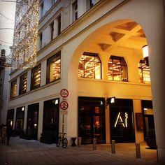 Boustaa nun auch im ersten Restaurant in Wien gelistet!  #boustaa #craftbeer  www.boustaa.com Restaurant, Nun, Mansions, House Styles, Home Decor, Shopping, Luxury, Decoration Home, Manor Houses