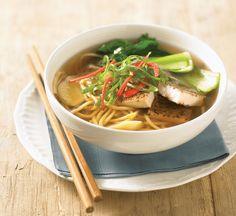 Tofu and egg noodle soup - Healthy Food Guide Healthy Recipes For Diabetics, Tofu Recipes, Noodle Recipes, Snack Recipes, Snacks, Vegan Noodle Soup, Egg Noodles, Healthy Soup, Soups And Stews