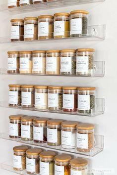 Spice Rack Organization, Kitchen Organization Pantry, Home Organisation, Diy Kitchen Storage, Bathroom Organization, Pantry Storage, Organization Ideas For The Home, Spice Rack In Pantry, Spice Rack Storage