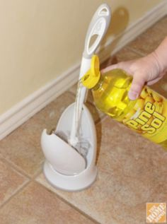 Useful Tips Every Clean Freak Needs To Know Keep your toilet brush clean and fresh smelling by pouring a bit of Pine Sol in the bottom of the holder.Keep your toilet brush clean and fresh smelling by pouring a bit of Pine Sol in the bottom of the holder. Bathroom Cleaning Hacks, Household Cleaning Tips, House Cleaning Tips, Diy Cleaning Products, Cleaning Solutions, Deep Cleaning, Spring Cleaning, Daily Cleaning, Toilet Cleaning