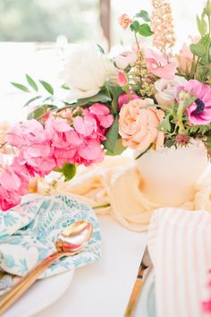 Pretty florals for Mother's Day: http://www.stylemepretty.com/living/2016/04/26/3-ingredients-you-need-for-the-prettiest-ever-mothers-day-brunch/ | Photography: Megan Welker - http://meganwelker.com/