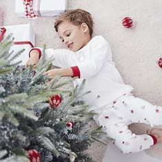 Made from super-cosy brushed cotton, these sweet novelty pyjamas feature a lovely embroidered Snowy penguin on the top, bright red cuffs and contrast neckline. The bottoms have an all-over snowy motif, and have a comfortable pull-on shape and snug elas Magical Christmas, Christmas Holidays, Christmas Wreaths, Little White Company, Marvin Gaye, Toddler Boy Fashion, Baby Sale, Pyjamas, Penguins