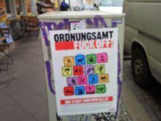 Berlin, Eine Stadt - Berlin, Millionen Leben: Auch das ist Berlin - Plakat in Friedrichshain