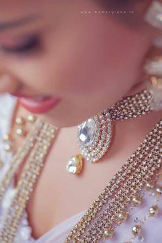 Engagement Jewellery, Wedding Jewelry, Sri Lankan Bride, Wedding Styles, Wedding Photos, Bridesmaid Saree, Wedding Bride, Wedding Dresses, Elegant Saree