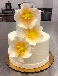 Simple and elegant 2-tier with open sugar blossoms #carlosbakery