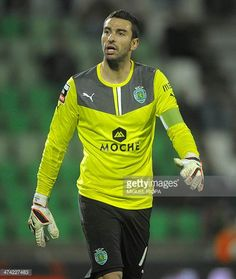 Sporting's goalkeeper Rui Patricio stands during the Portuguese league football match Rio Ave FC vs Sporting Lisbon at the Rio Ave FC stadium in Vila. Football Match, Football Players, Portugal Soccer, Vs Sport, Football Photos, Scp, Goalkeeper, Lisbon, Portuguese
