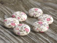 Bottoni in stoffa  fiori naturali  6 medi rosa di PatchworkMill