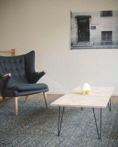 Coffee table hairpin legs with Hans Wegner armchair
