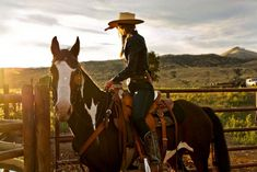 Women of the Wild West A day in the life of a horse wrangler. Mountain Sky Ranch Sy working with the black and white Cow Girl, Horse Girl, Horse Love, Looks Country, Country Life, Cowgirl And Horse, Horse Riding, Cowgirl Tuff, Trail Riding