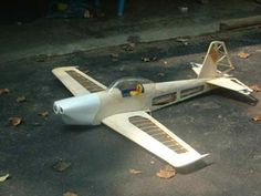 Balsa wood model planes are the most common type of construction in all areas of model aviation.  Why are model airplanes made from balsa wood? To make