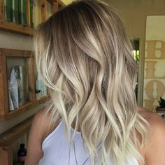 Wavy Mid-Length Cafe Au Lait–Colored Hair with Creamy-Blonde Balayage