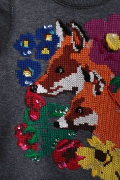 Cross stitch on jersey Beaded Cross Stitch, Cross Stitch Embroidery, Textile Patterns, Textiles, Diy Clothes Projects, Cycling Clothing, Dressmaking, Hand Stitching, Bobs