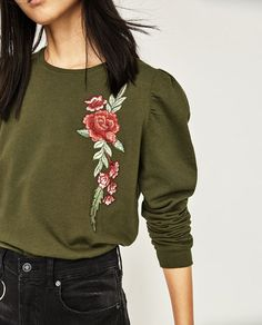 Image 5 of FLORAL EMBROIDERED SWEATSHIRT from Zara