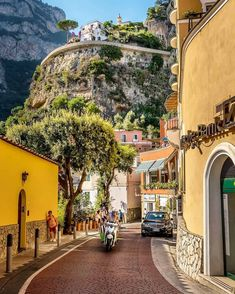 Positano Amalfiküste Italien von via: - Rachael Wheeler - Reise Places Around The World, Oh The Places You'll Go, Places To Travel, Places To Visit, Travel Destinations, Amalfi Coast Italy, Positano Italy, Voyage Europe, Travel Aesthetic