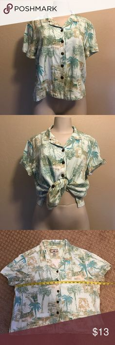 Caribbean Joe Casual Mom Blouse With coconut buttons! Gently worn no flaws. Vintage Tops