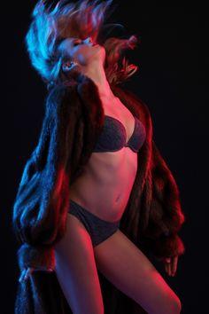 GLAMOUR REQA  2016 ©️ b toth eszter vanda  photographer:B Toth Eszter Vanda makeup / style / hair : Reku RQ modell: T. Réka  lighting/assistant:Seiner Krisztián studio:Fészek Stúdió